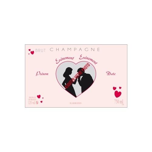 Étiquette de bouteille de Champagne rose avec des coeurs pour célébrer un mariage