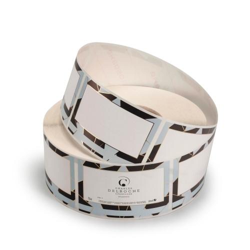 Rouleau d'étiquettes autocollantes blanches avec un contour noir et bleu ciel