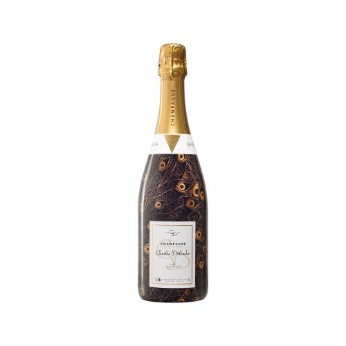 Sleeve violet et orange avec un décor de plumes de paon sur une bouteille de Champagne